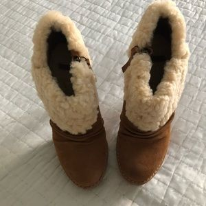 c23123e11b8 UGG Georgette Booties chestnut size 7 excellent